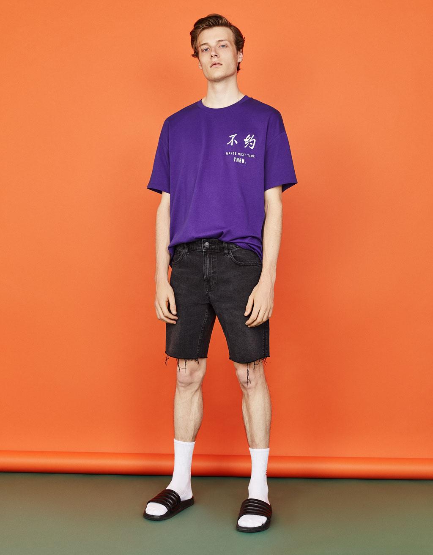 プリント柄ボクシーフィットTシャツ