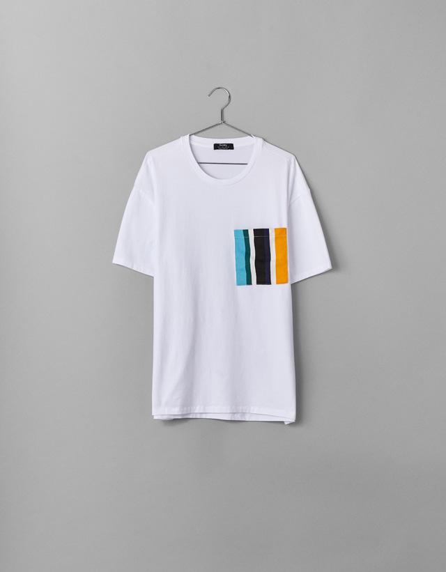 Shirt mit bunter Tasche