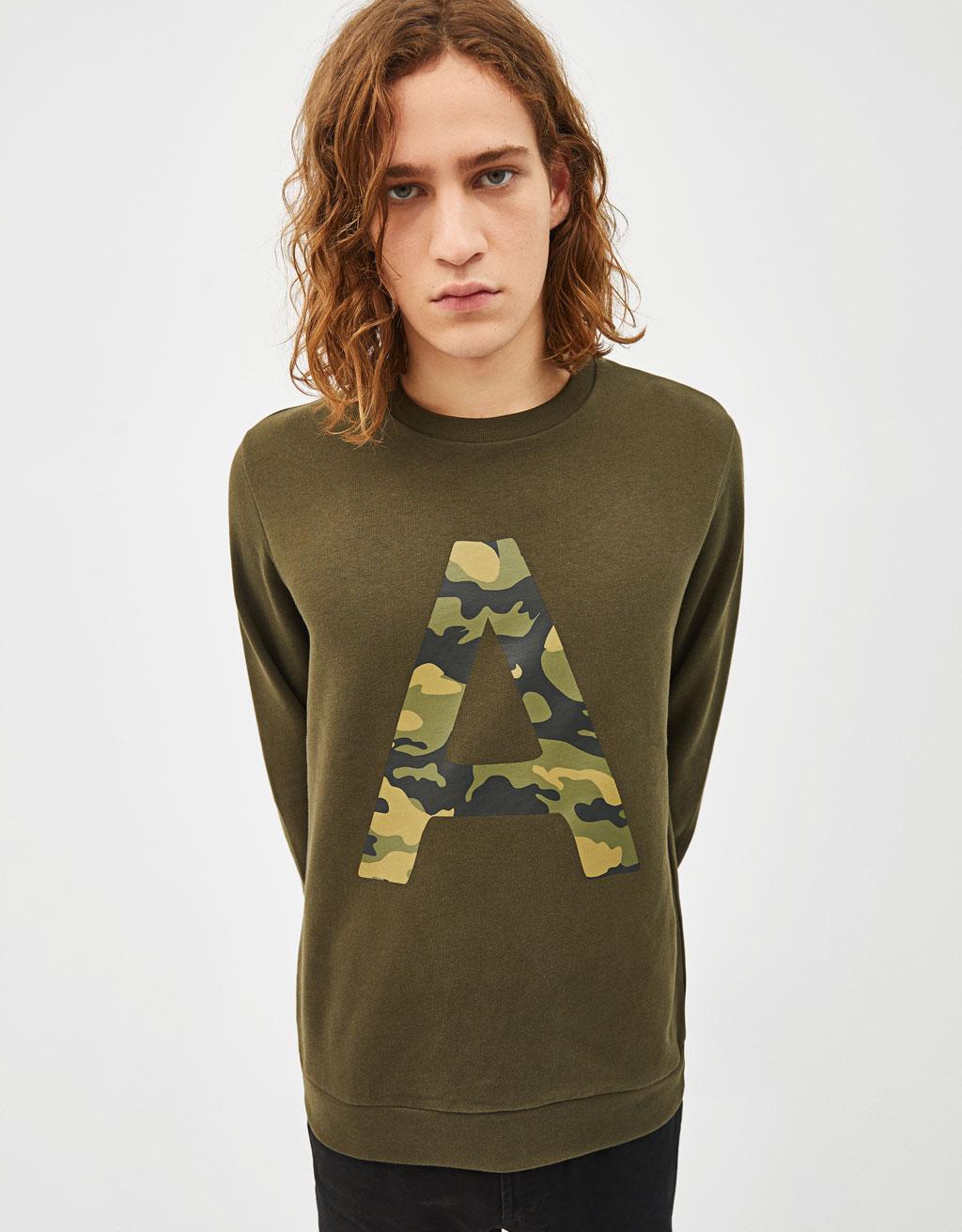 Felpa con stampa camouflage