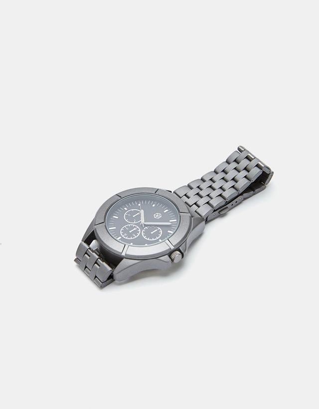Analoge Metallic-Uhr
