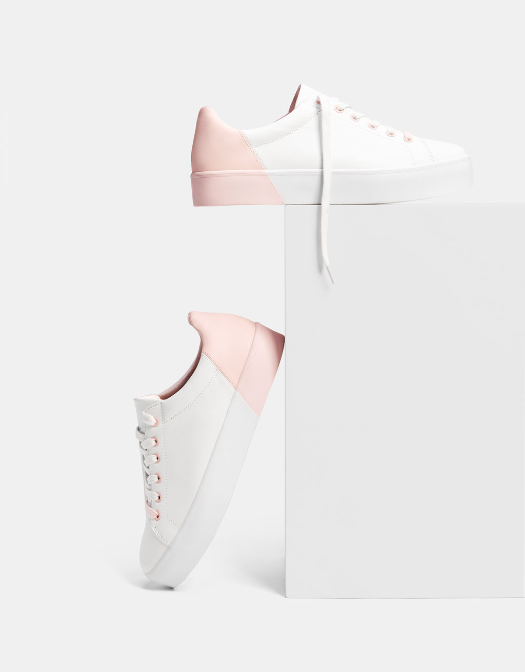 Lace-up sneakers with pink details