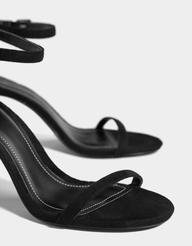 Sandalen mit Stilettoabsatz und Knöchelriemchen