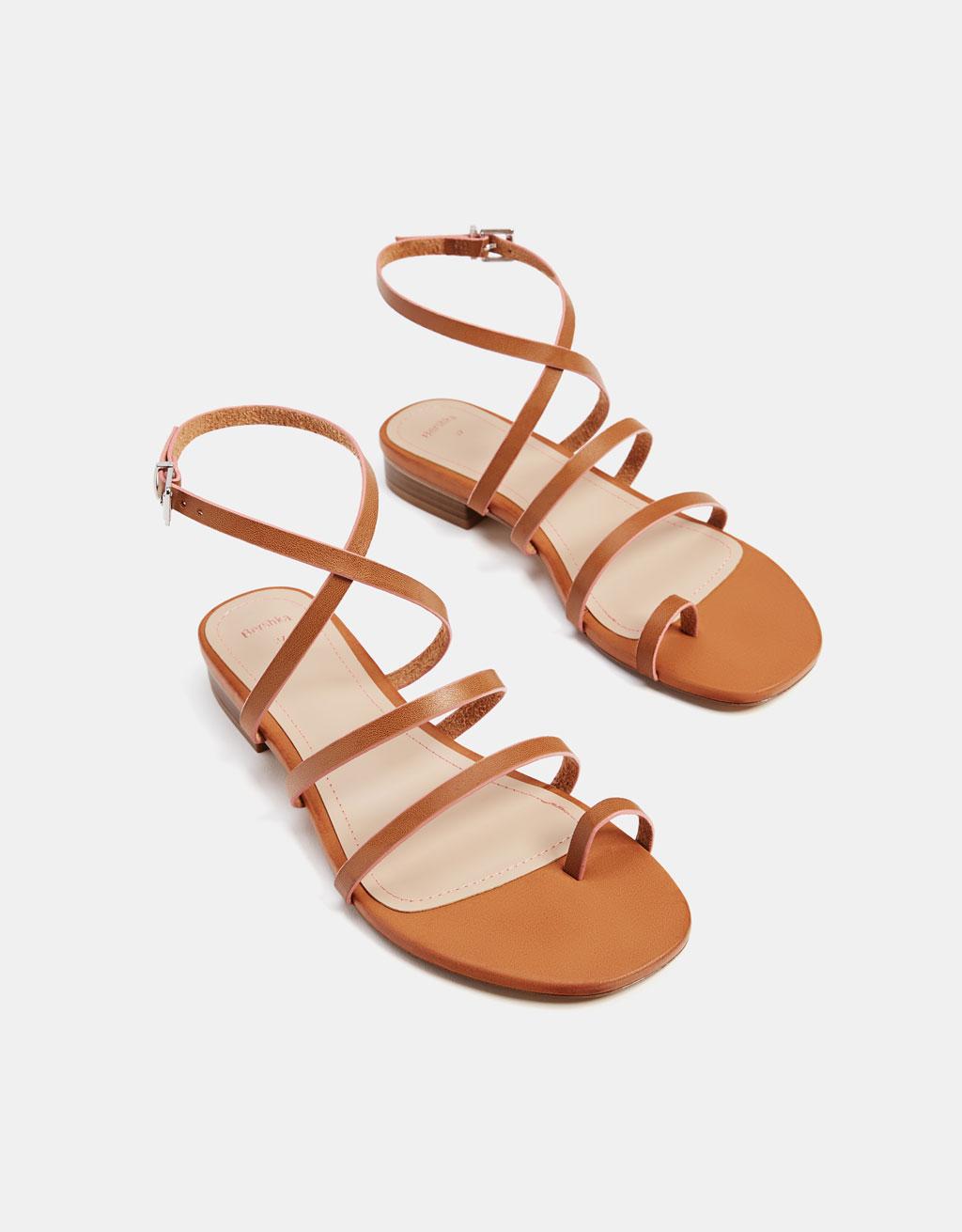 Sandales plates à lanières