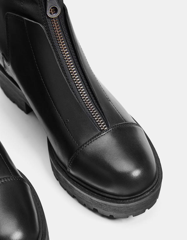 Stiefelette aus Leder mit Reißverschluss