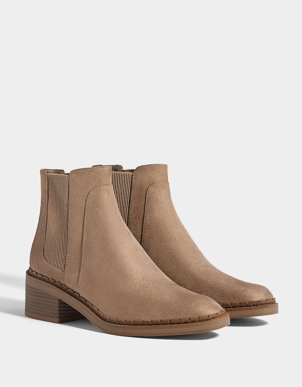 Mid-heel ankle boots with elastic panels