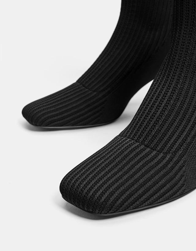 Socken-Stiefeletten mit halbhohem Absatz