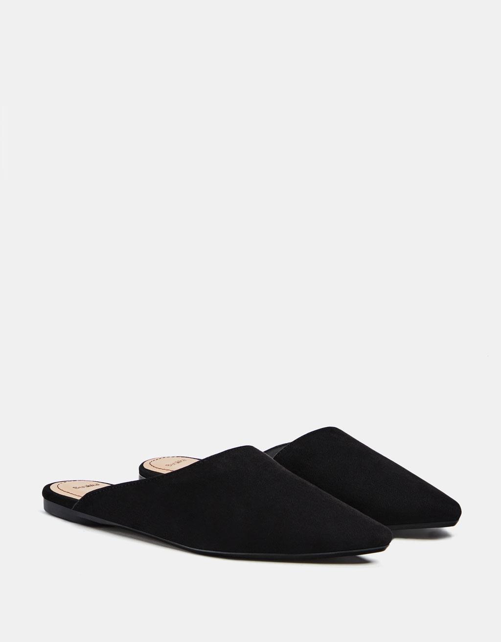 Zapato plano asimétrico