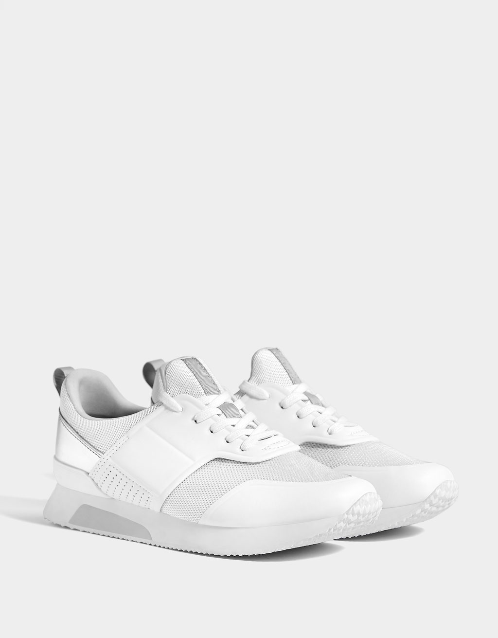 Contrasting mesh sneakers