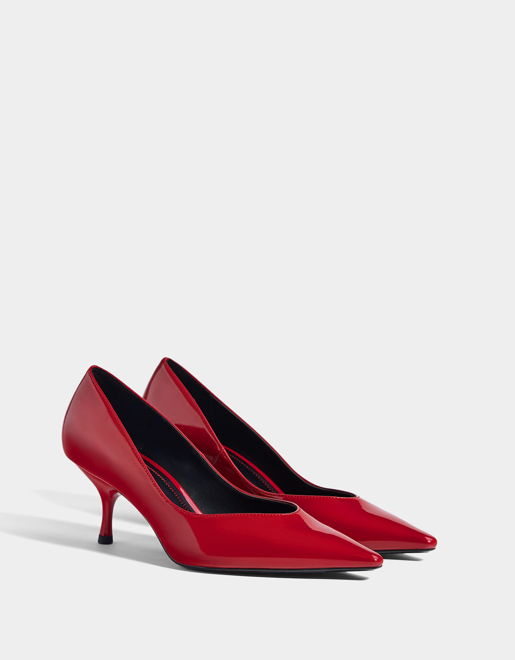 Mid-height patent leather high heeled shoes