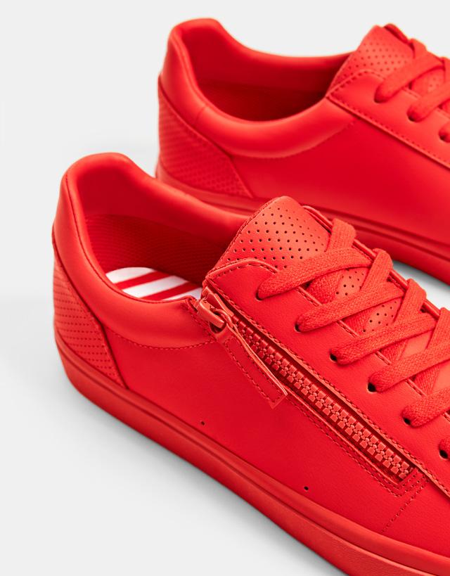 Rote Herrensportschuhe mit Reißverschluss
