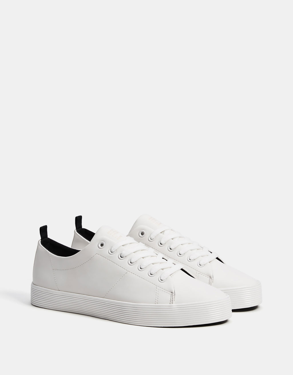 Men's monochrome sneakers with textured soles