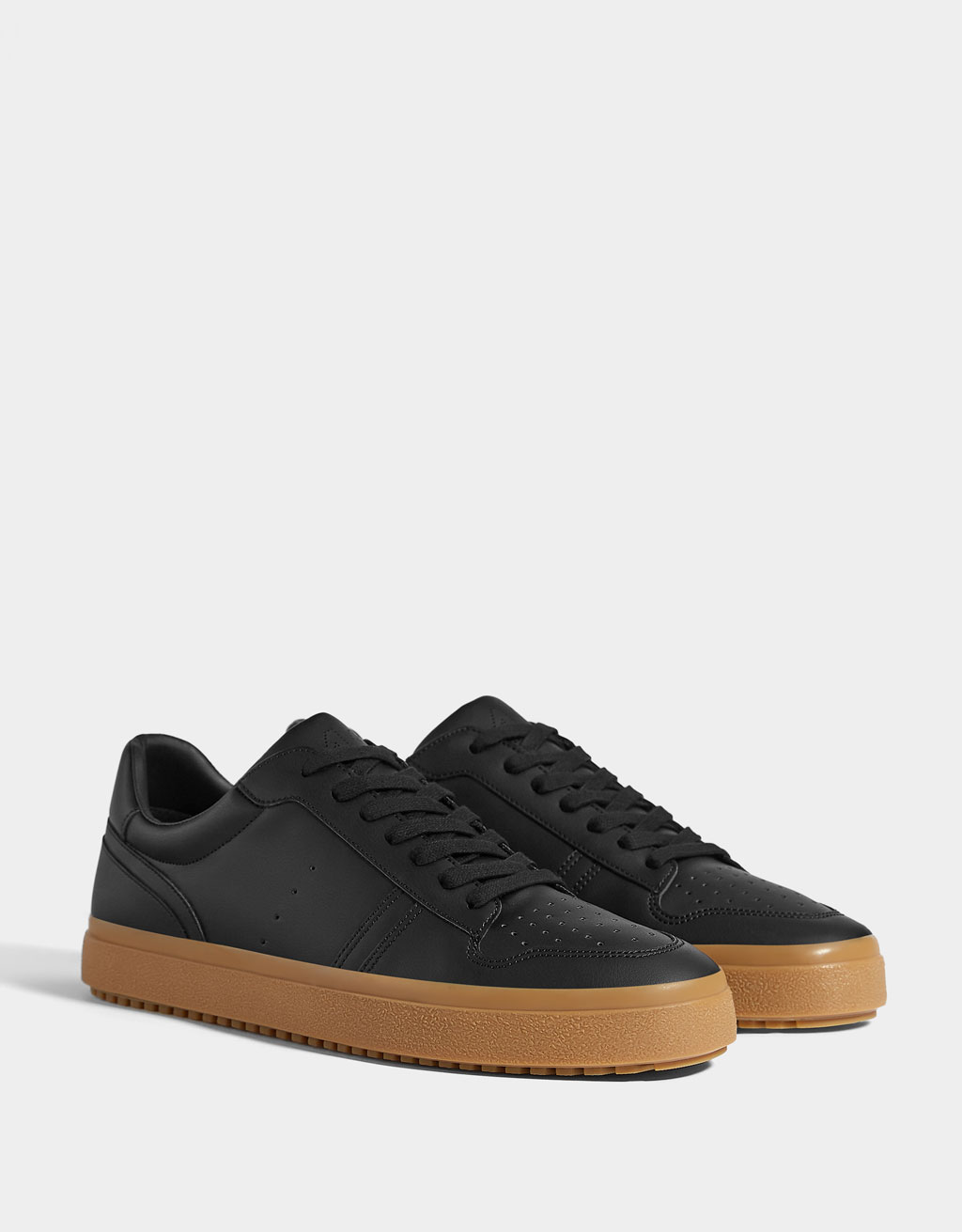 Men's die-cut trainers