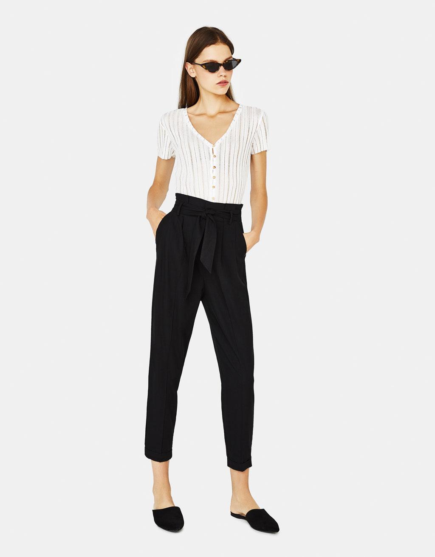 Льняные брюки с поясом-оборкой