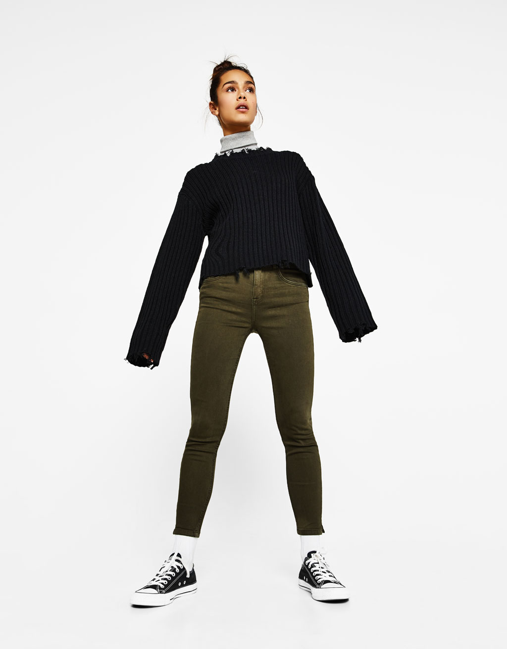 Mid-rise trousers with slits on the hems