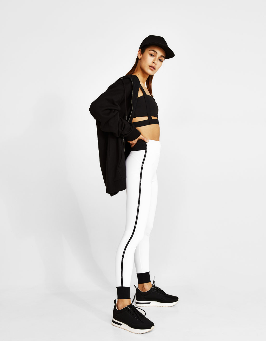 Sports leggings with contrasting stripes