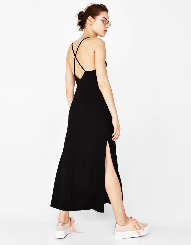 78e683337d02 Μακρύ φόρεμα με τιράντες - Maxi - Bershka Greece