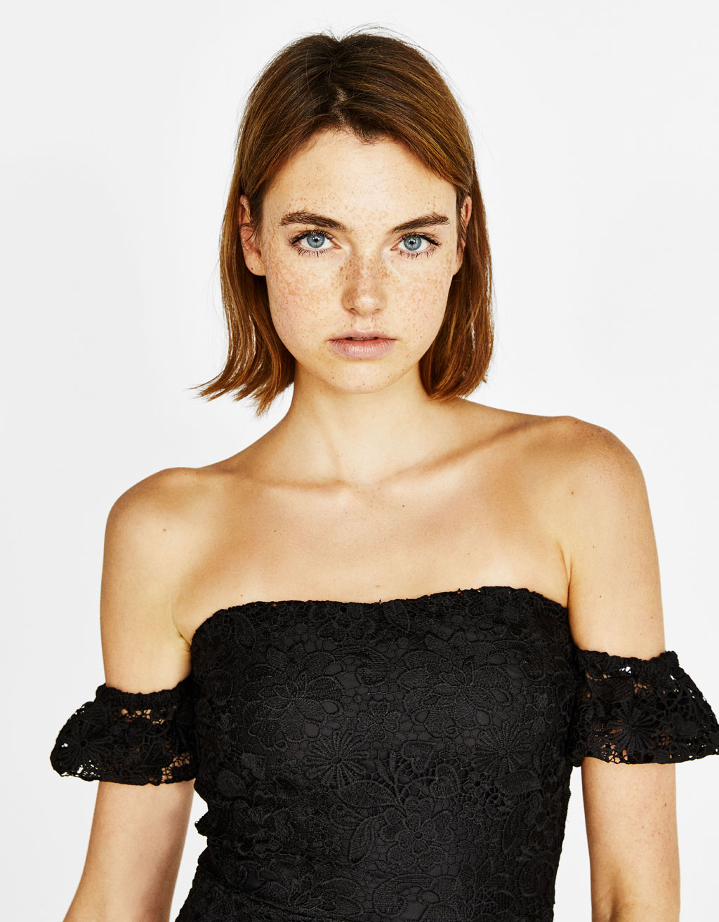 Lyhythelmainen off-the-shoulder -mekko