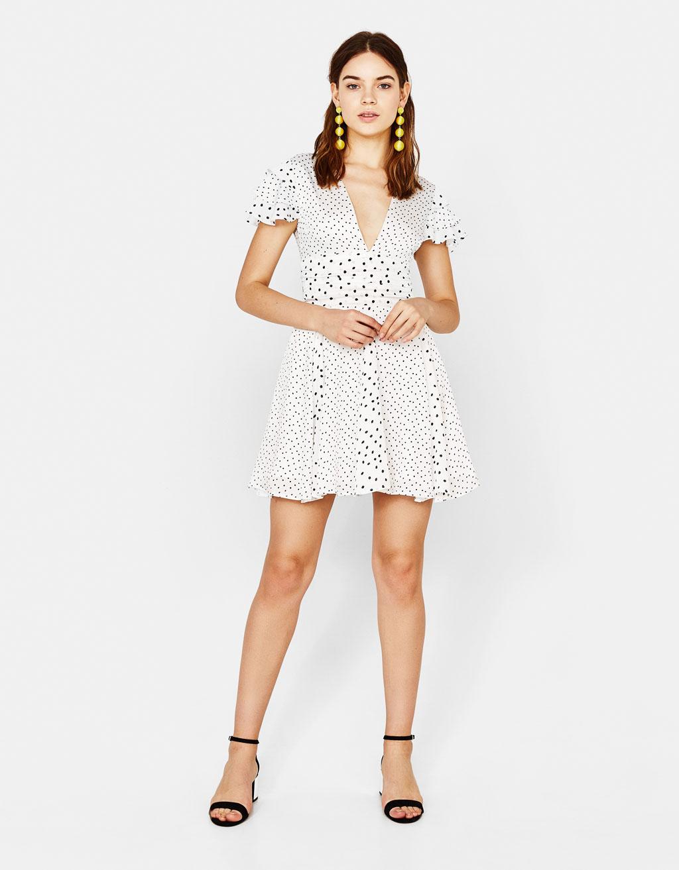 Короткое платье с рисунком в горошек