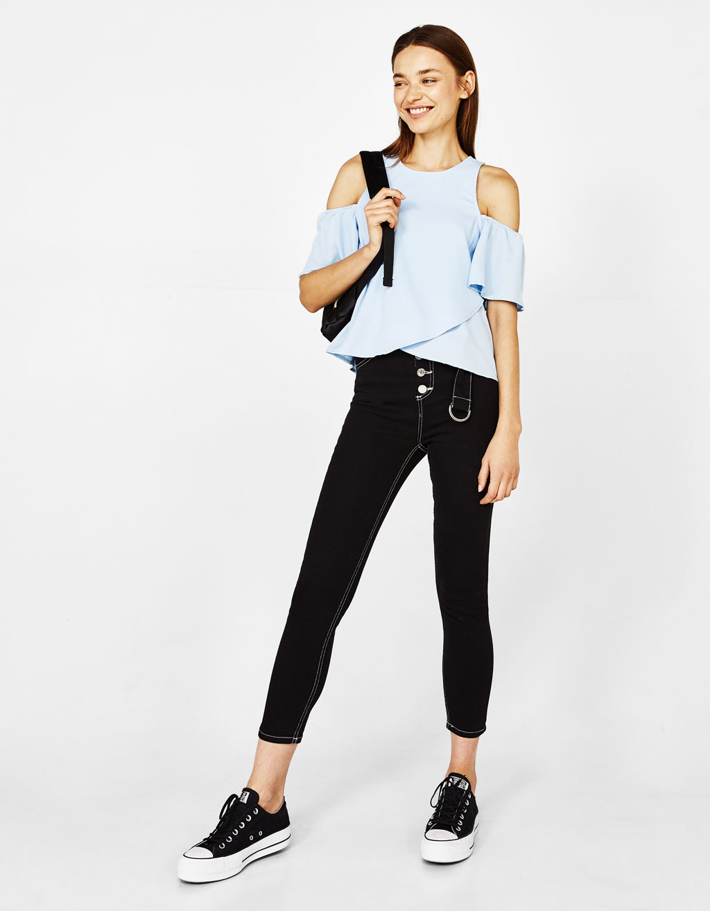 Blusa con manga off shoulder