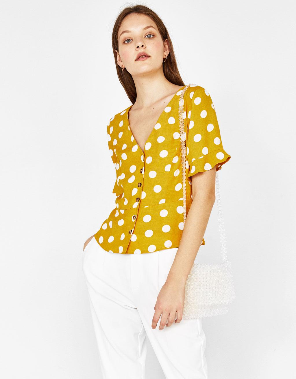 Риза с V-образно деколте