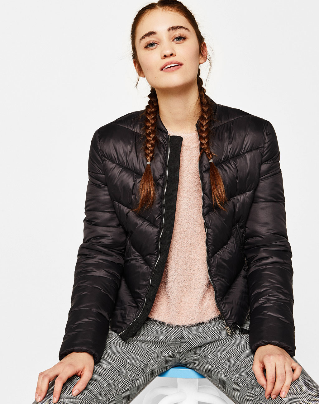 Puffy jacket with round neck