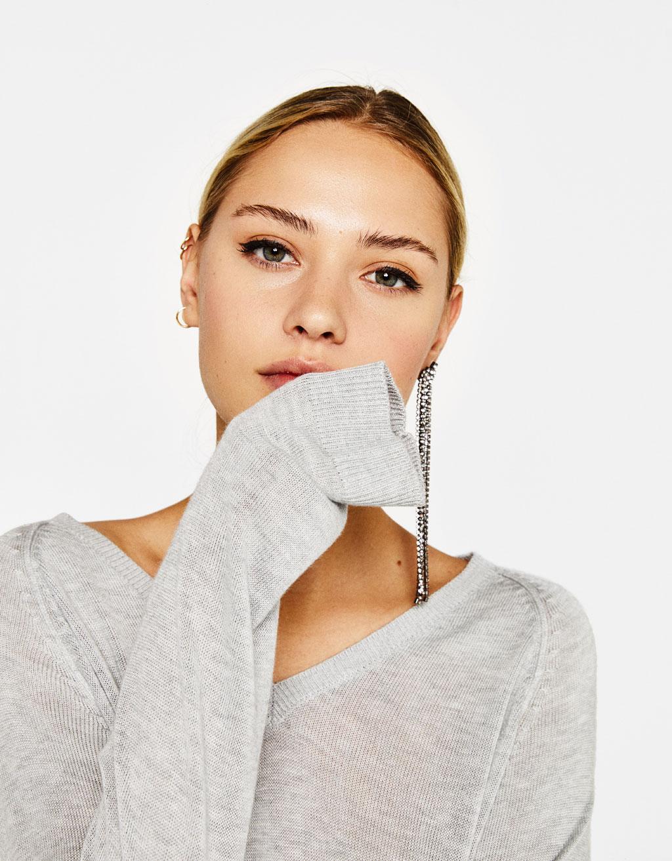 Strikket trøje med V-hals