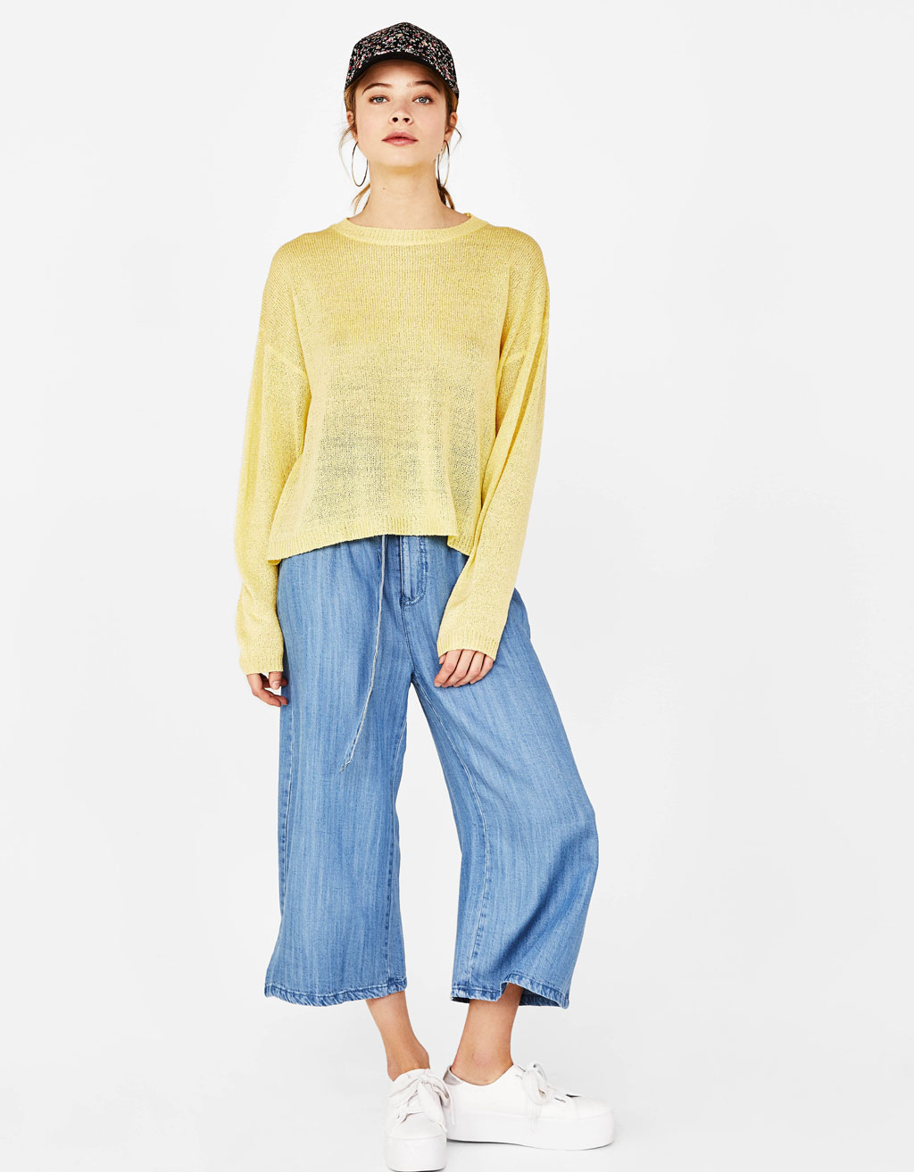 Loose-fitting crew neck sweater