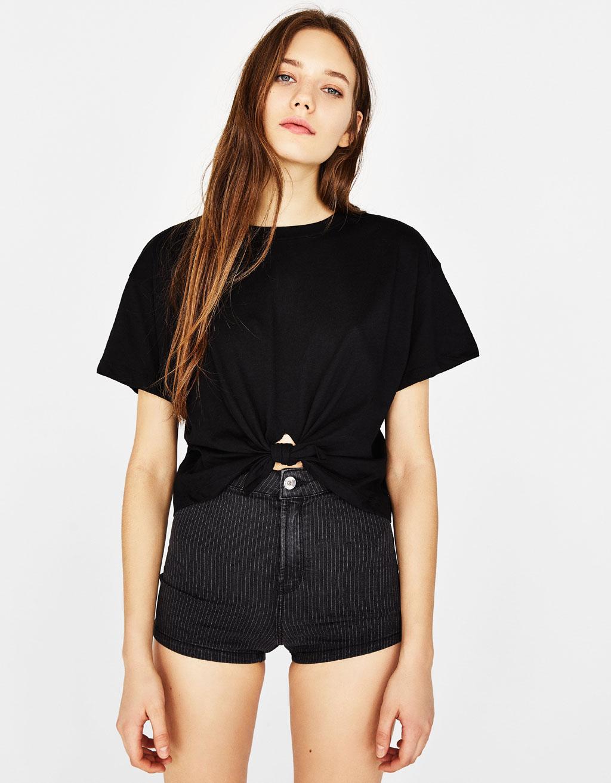 Camiseta con algodón orgánico nudo delantero