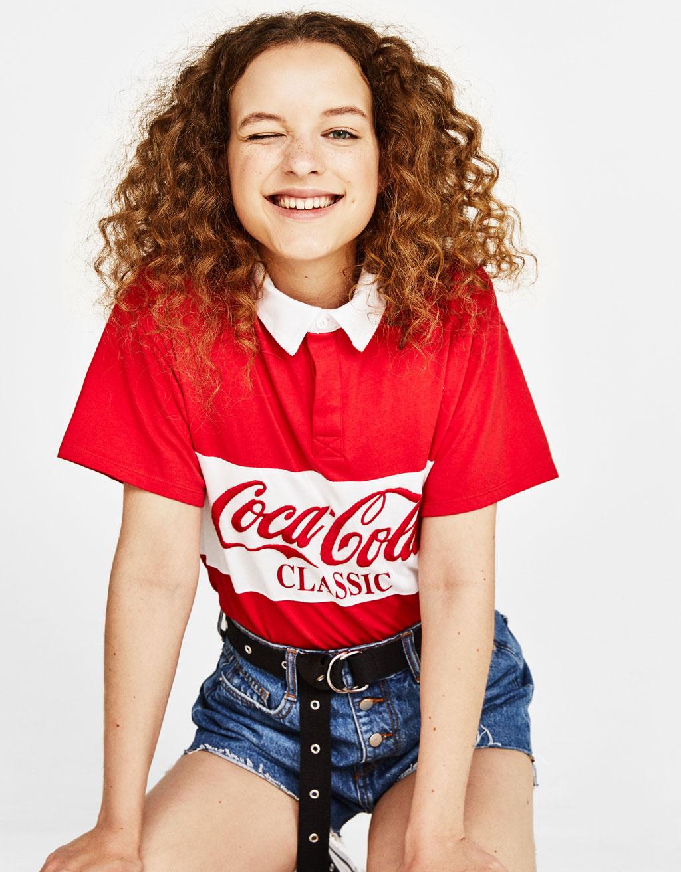 Camisa polo Coca Cola com algodão orgânico