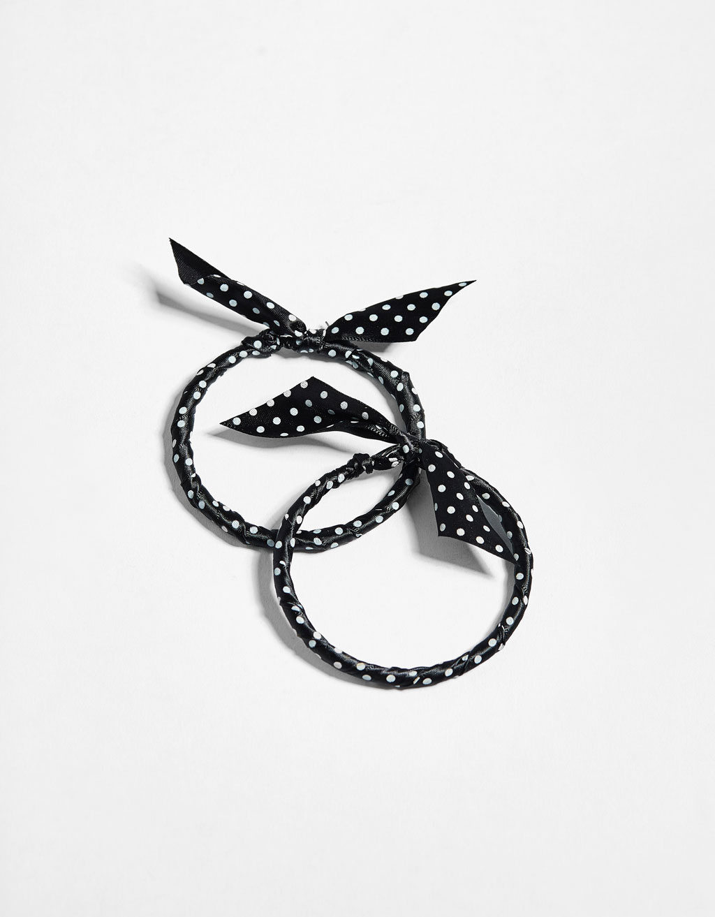 Hoop earrings with bow detail