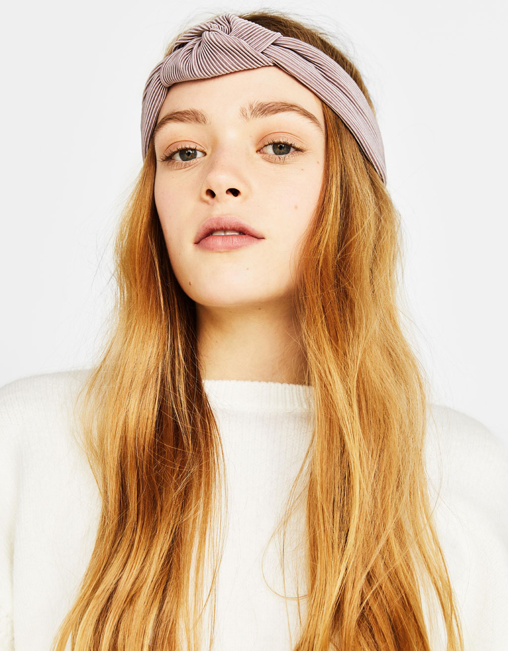 Pleated headband with knot detail