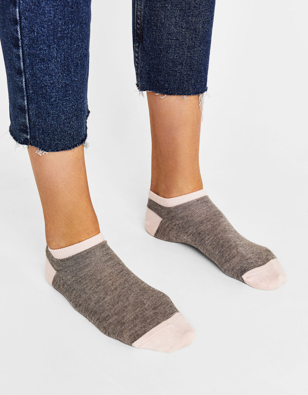 Ankle socks with metallic thread