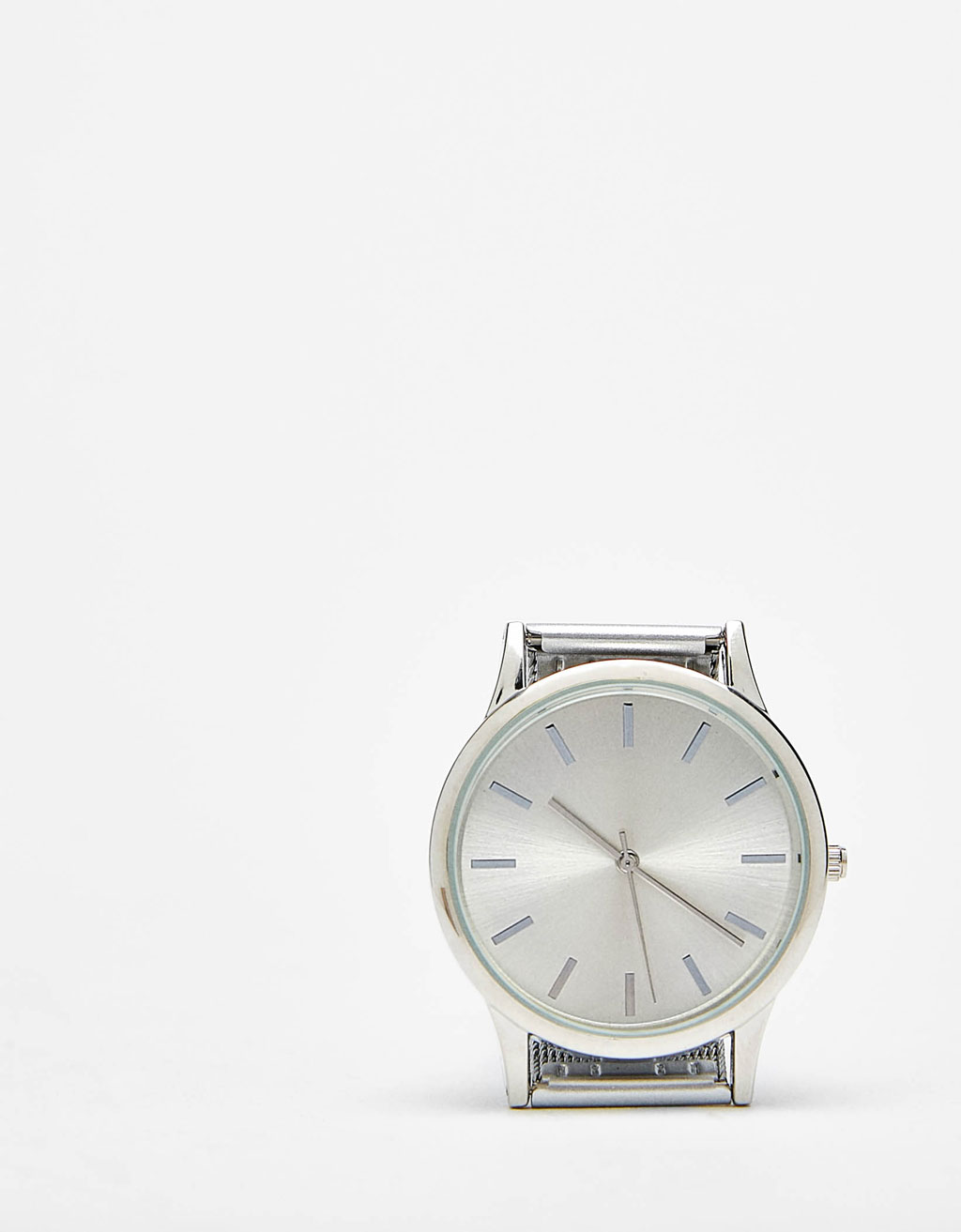 Mesh watch with metal dial
