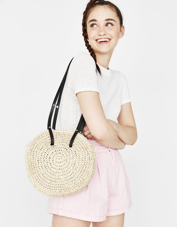 Круглая сумка из соломы