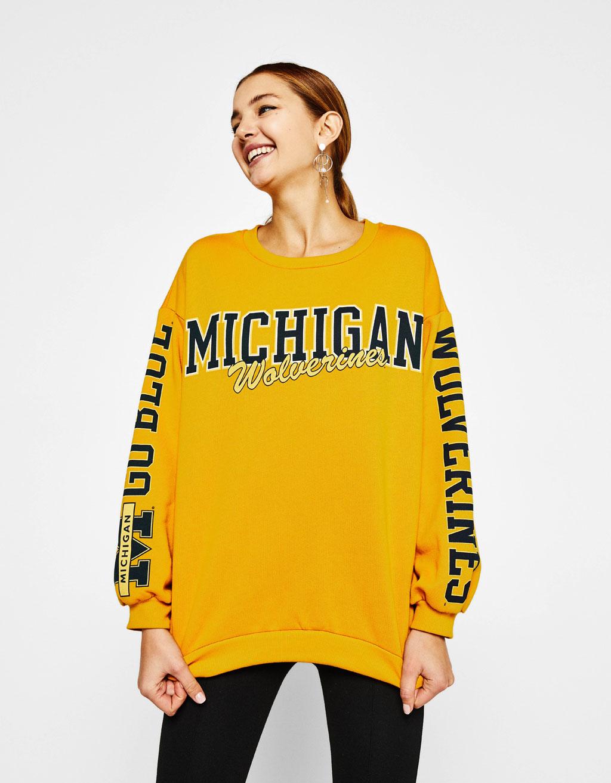 Universitātes stila sportisks džemperis