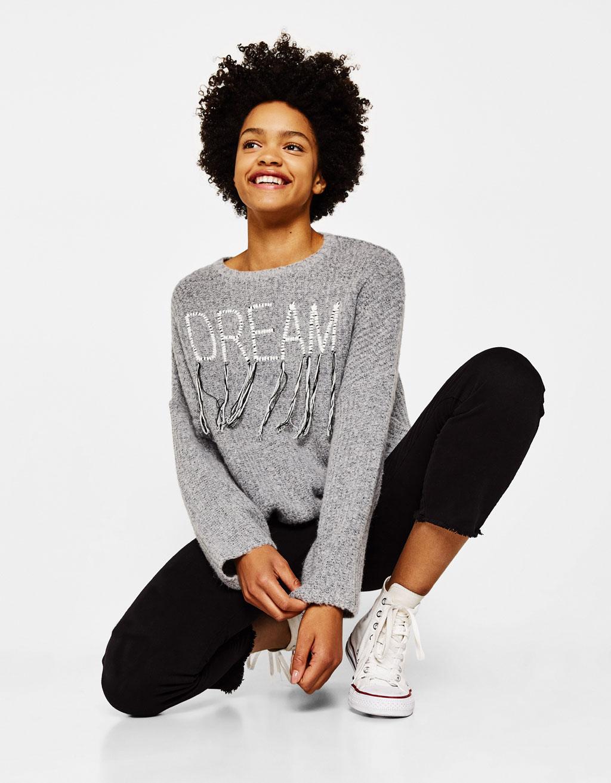 Sportisks džemperis ar izšuvumu