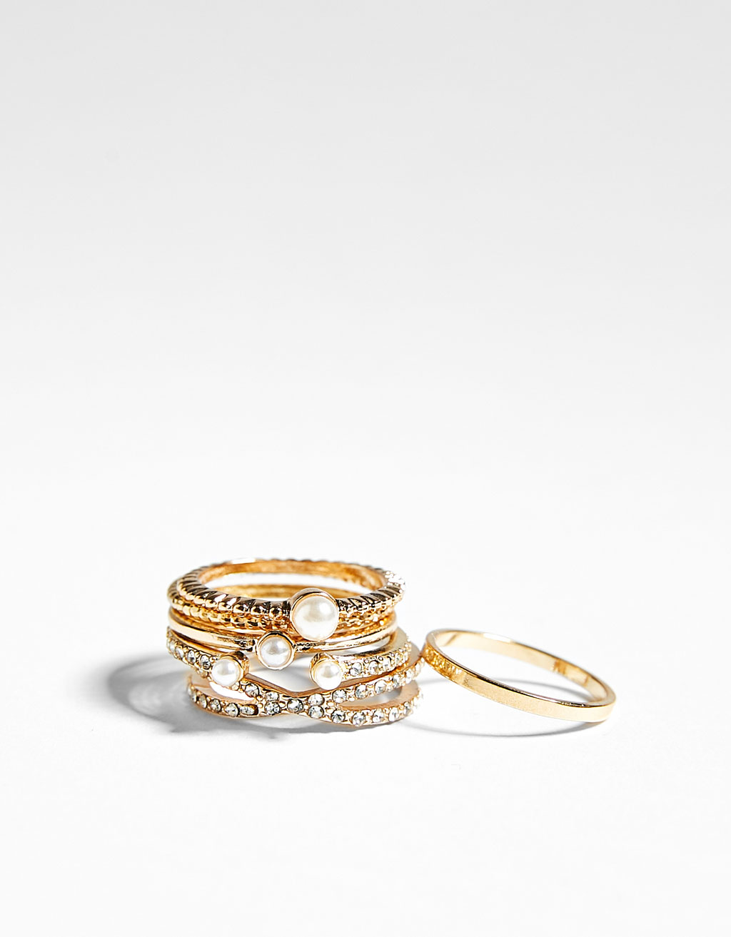 Set of 6 diamanté rings