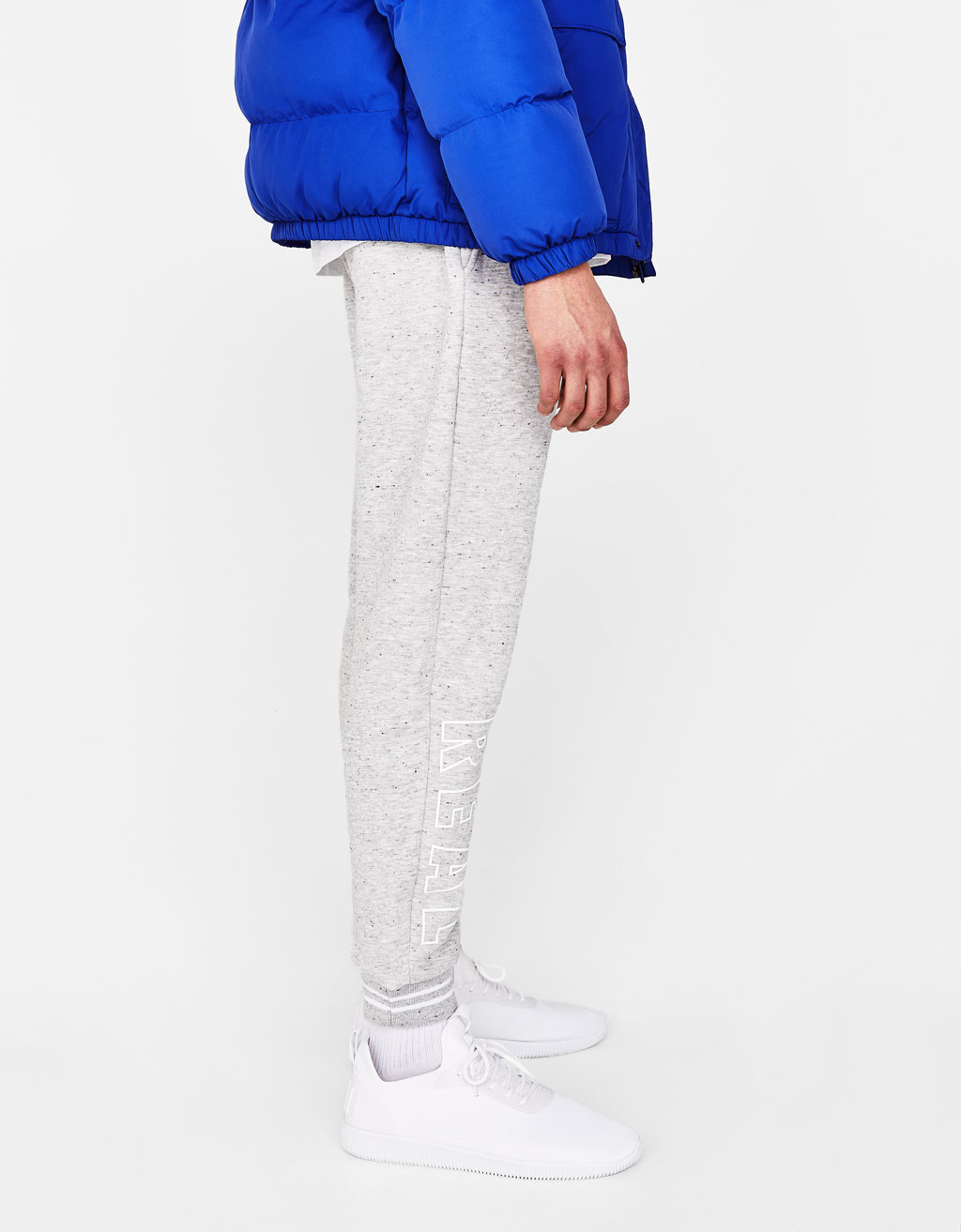 Pantalons jogger amb text lateral