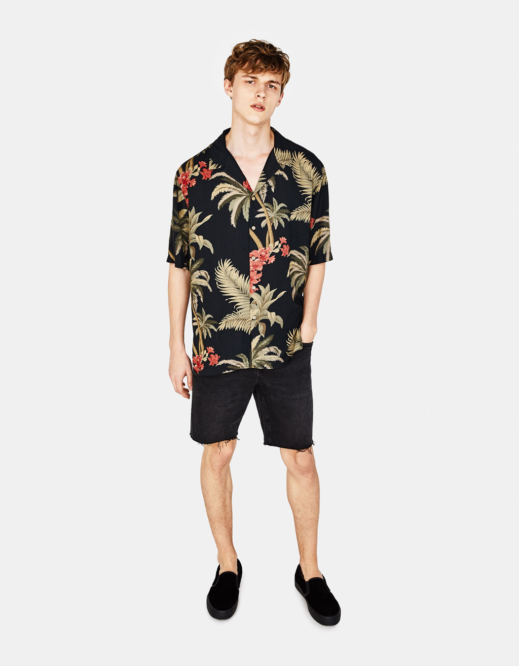 Camisa con estampado tropical