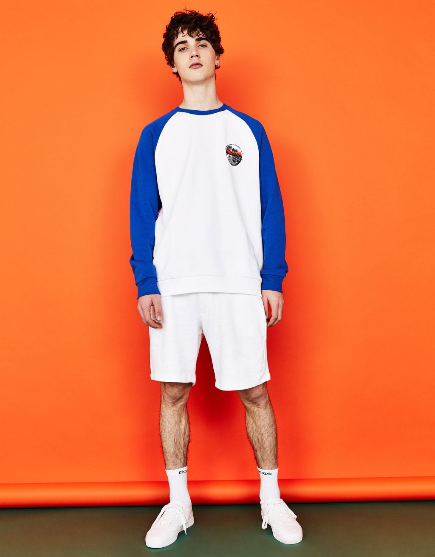 Sportisks džemperis ar reglāna piedurknēm un apdruku