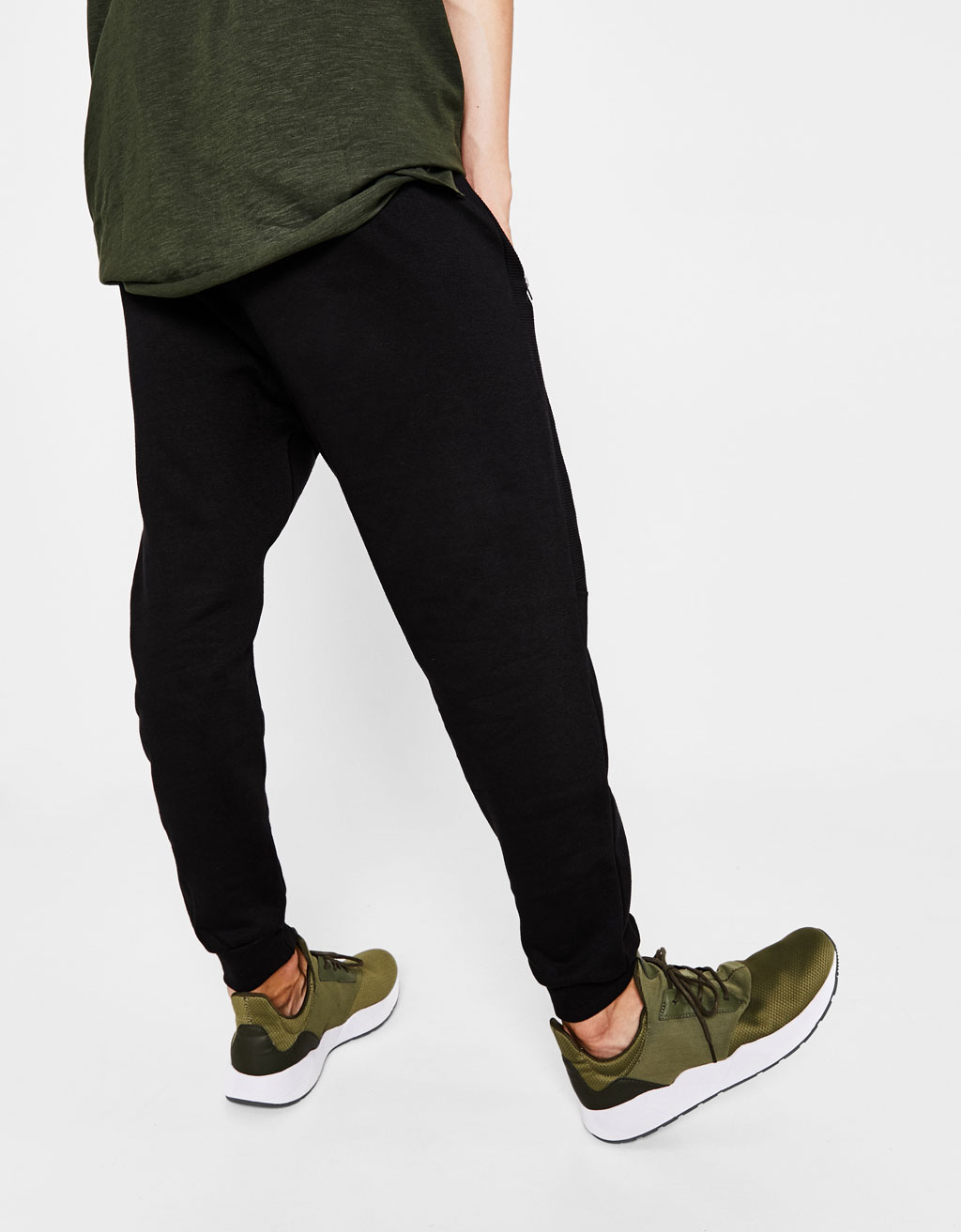 Jogging trousers with drawstring cord