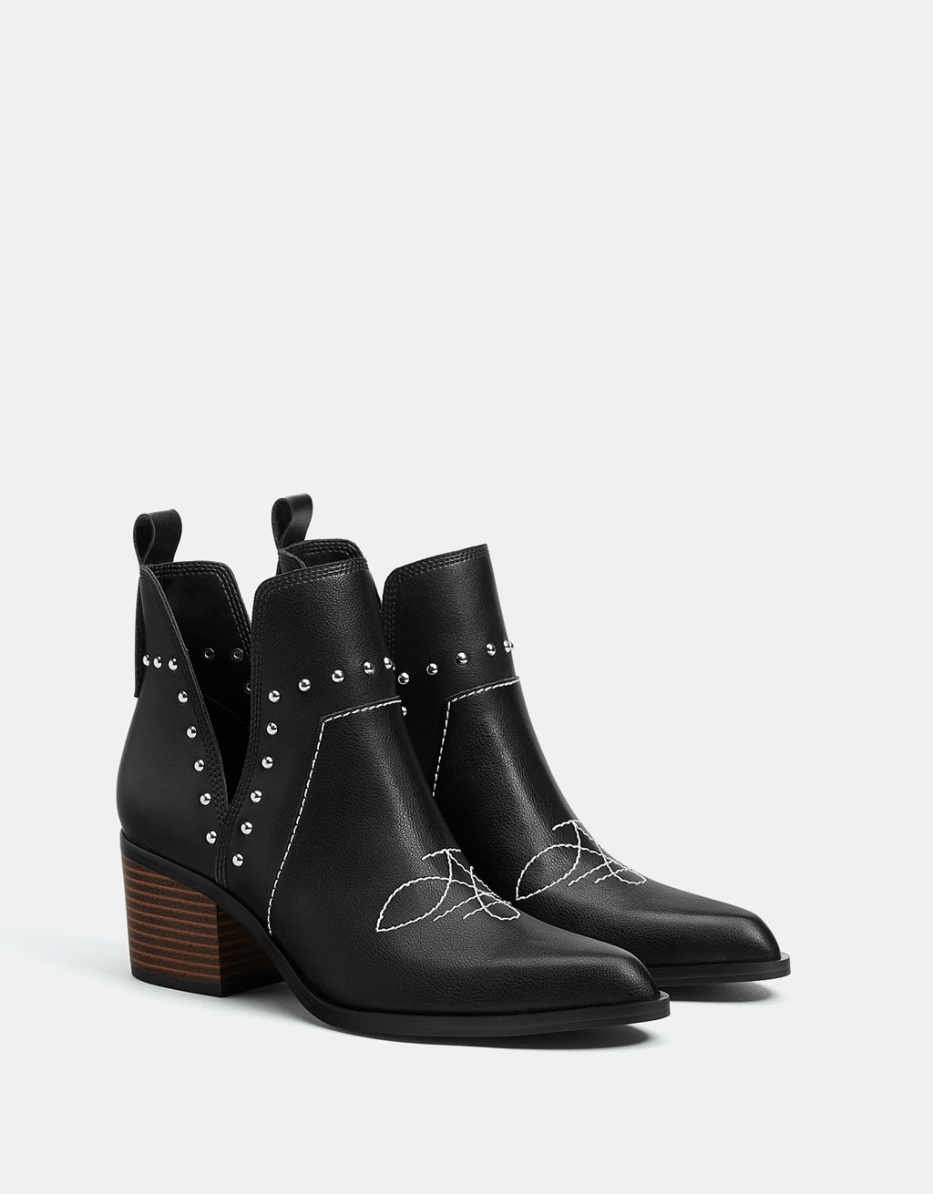 Bottines cowboy cloutées