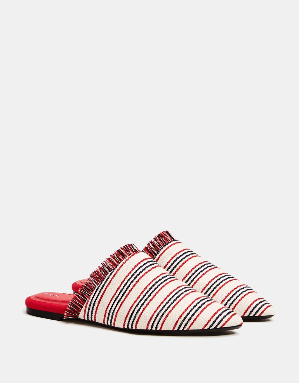 Chaussures plates ouvertes à l'arrière tissu