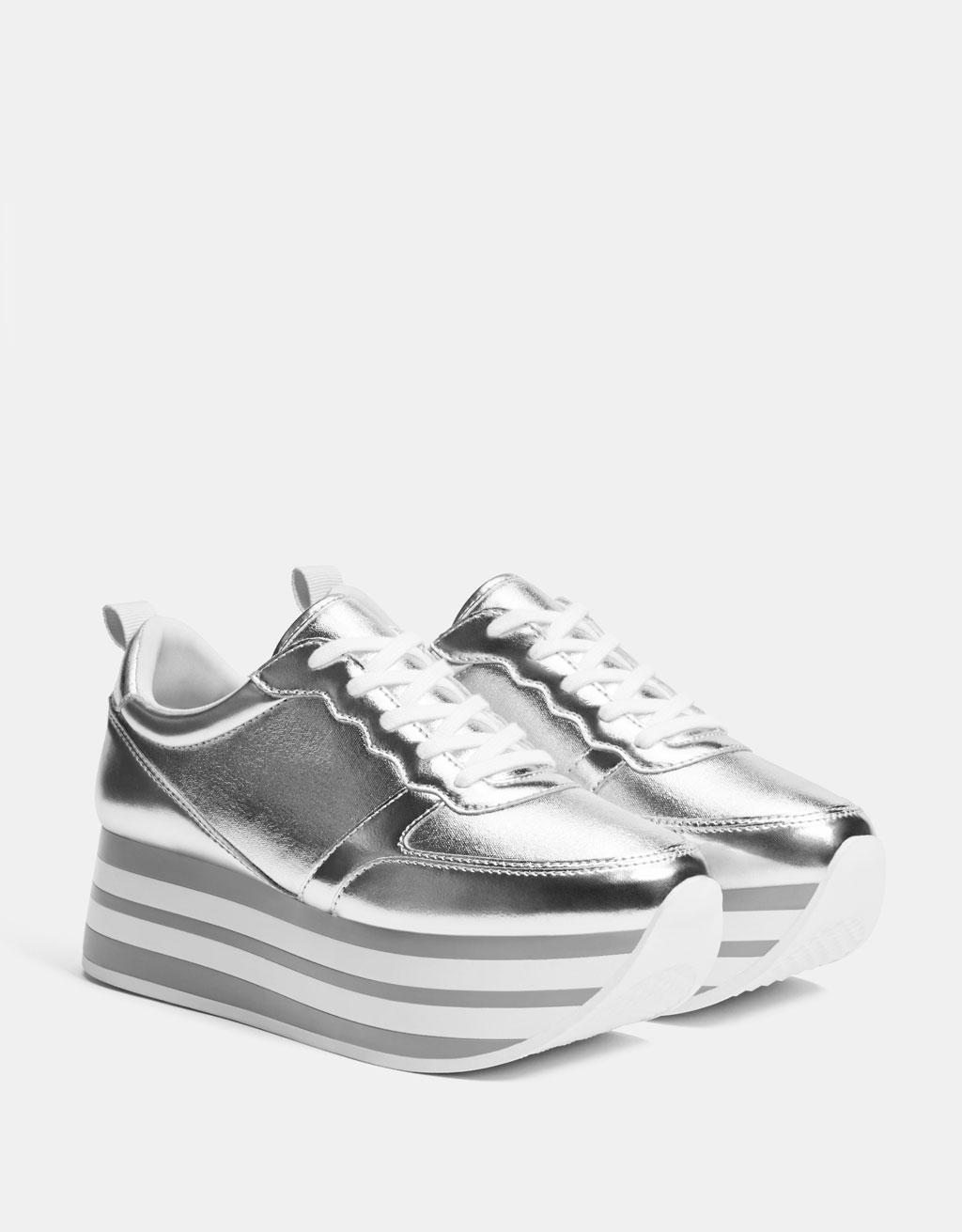 Srebrne sportowe buty na platformie