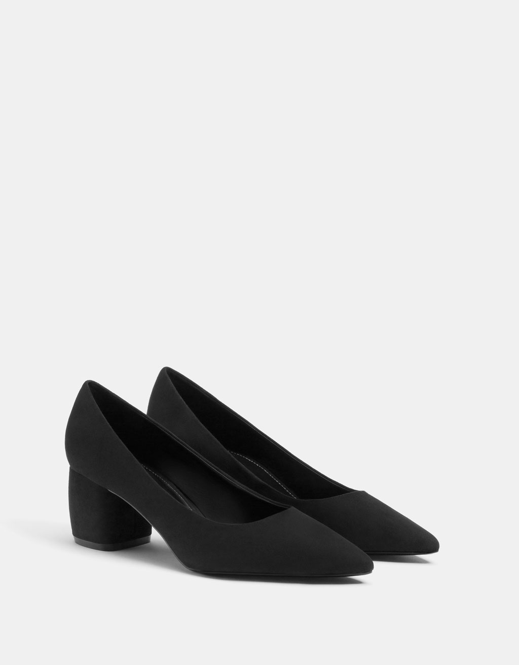 Mid-heel shoes with pointed toe