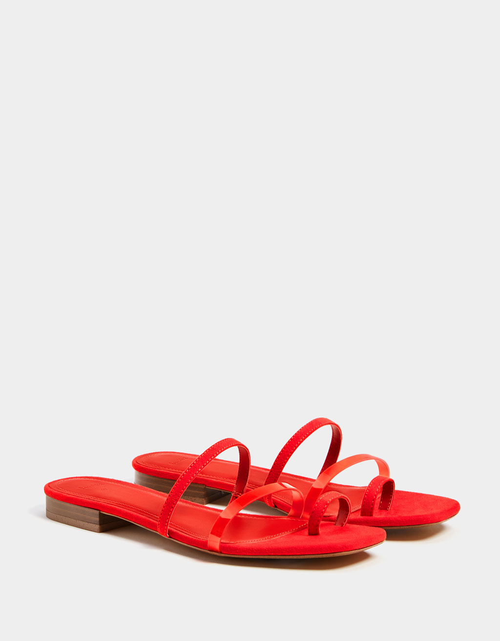 Flat sandals with vinyl straps