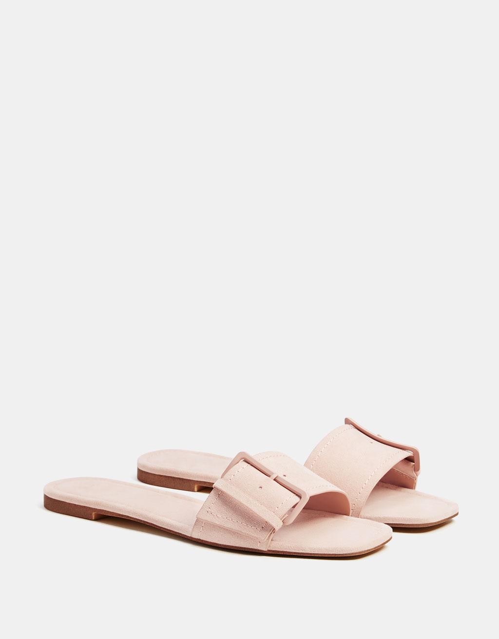 Sandalo basso con fibbie