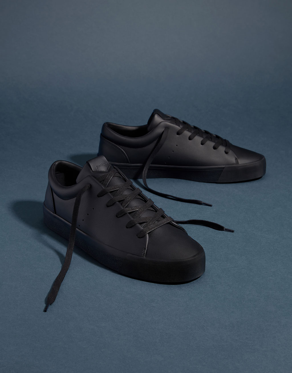 Men's monochrome sneakers