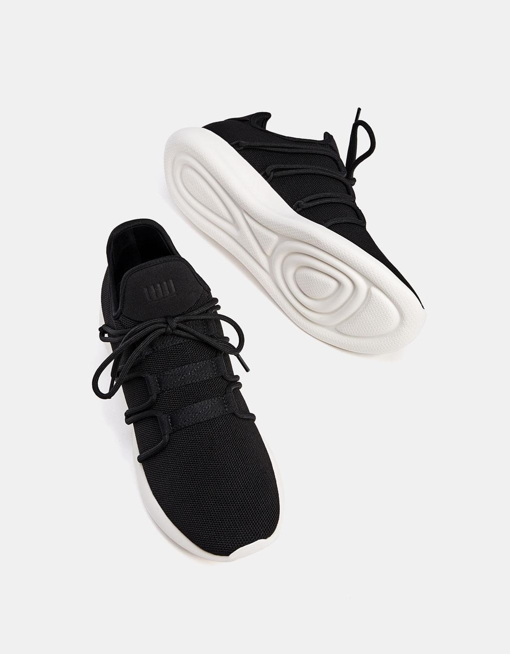 Moški športni čevlji na zavezovanje z detajlom nogavice