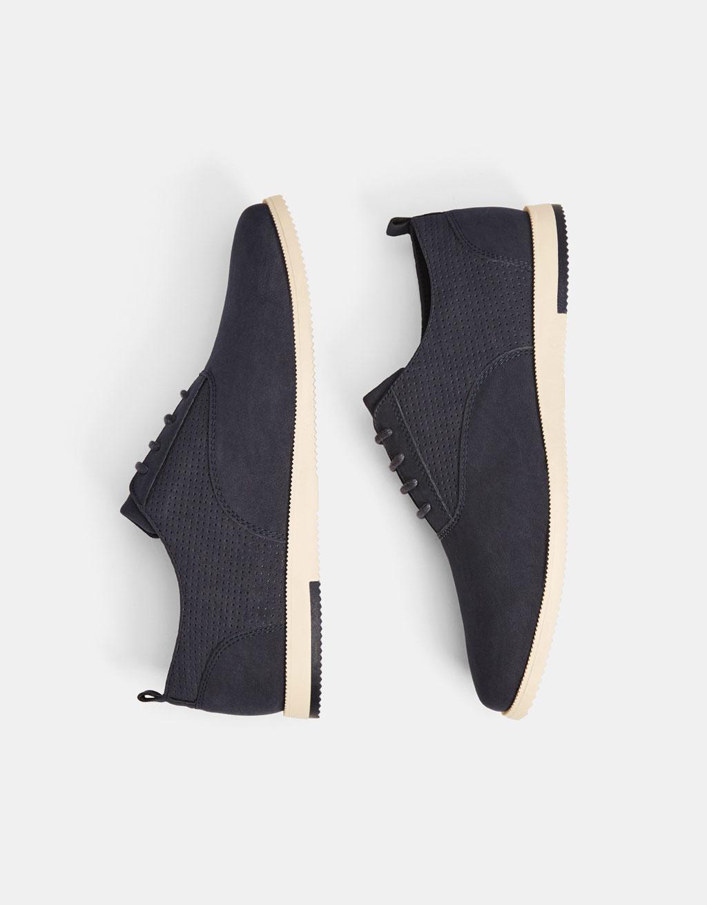 Sapatos elegantes brogue
